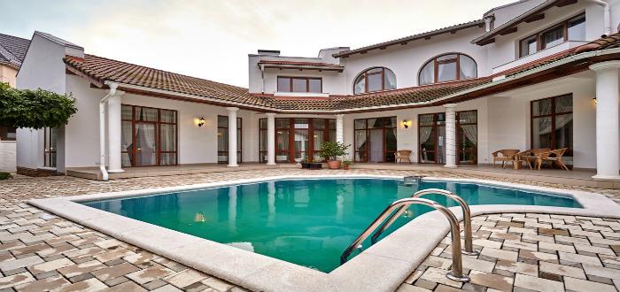 Cu nto cuesta hacer una piscina revista lamudi - Cuanto cuesta una piscina de arena ...